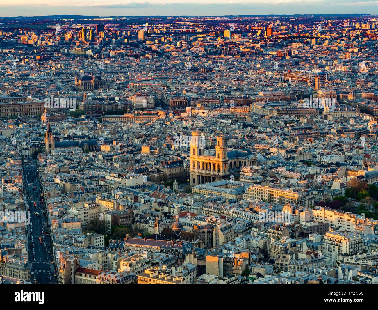 Luftaufnahme der Kirche Saint-Sulpice, Paris, Frankreich. Stockfoto