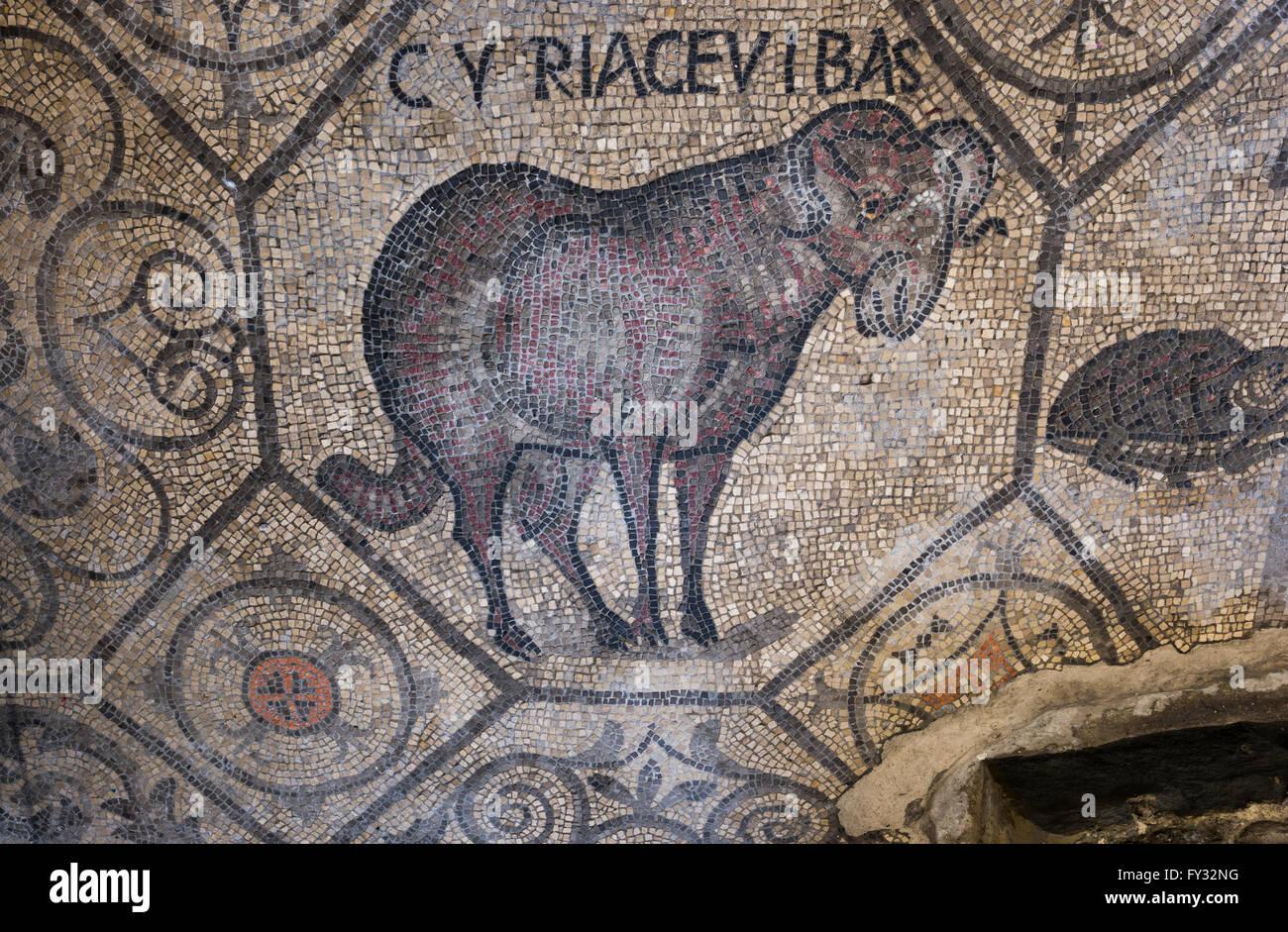 Frühe christliche Mosaikboden mit tierischen Symbolik, 4. Jahrhundert, romanische Basilika, Aquileia, Provinz Stockbild