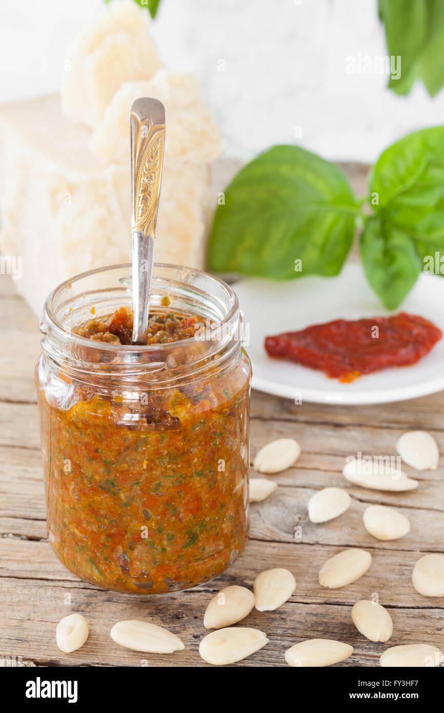 Getrockneten Tomaten Pesto Stockbild
