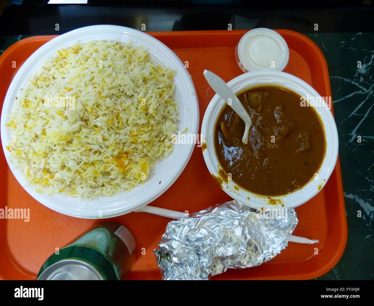 New York City, indische Fastfood-Restaurant, Lammcurry Stockfoto ...