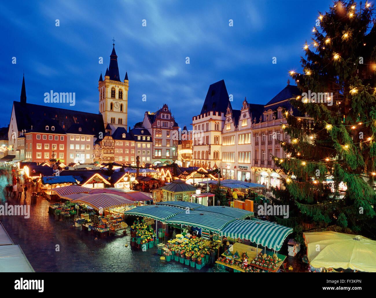 Weihnachtsmarkt In Trier.Weihnachtsmarkt Trier Rheinland Pfalz Deutschland Stockfoto Bild