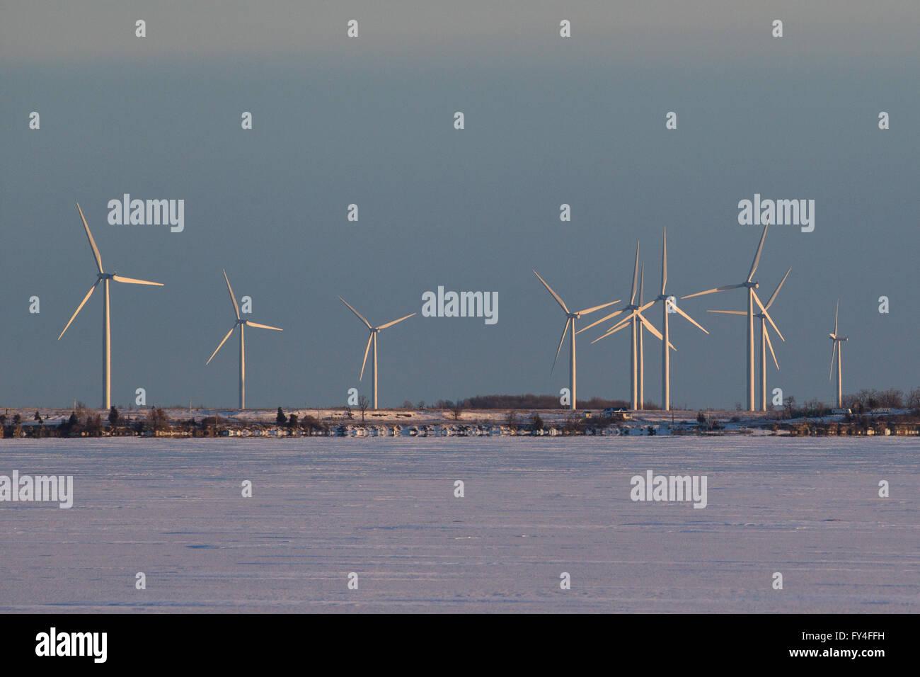 Windkraftanlagen auf Wolfe Island, Ontario, am 3. März 2016. Stockbild