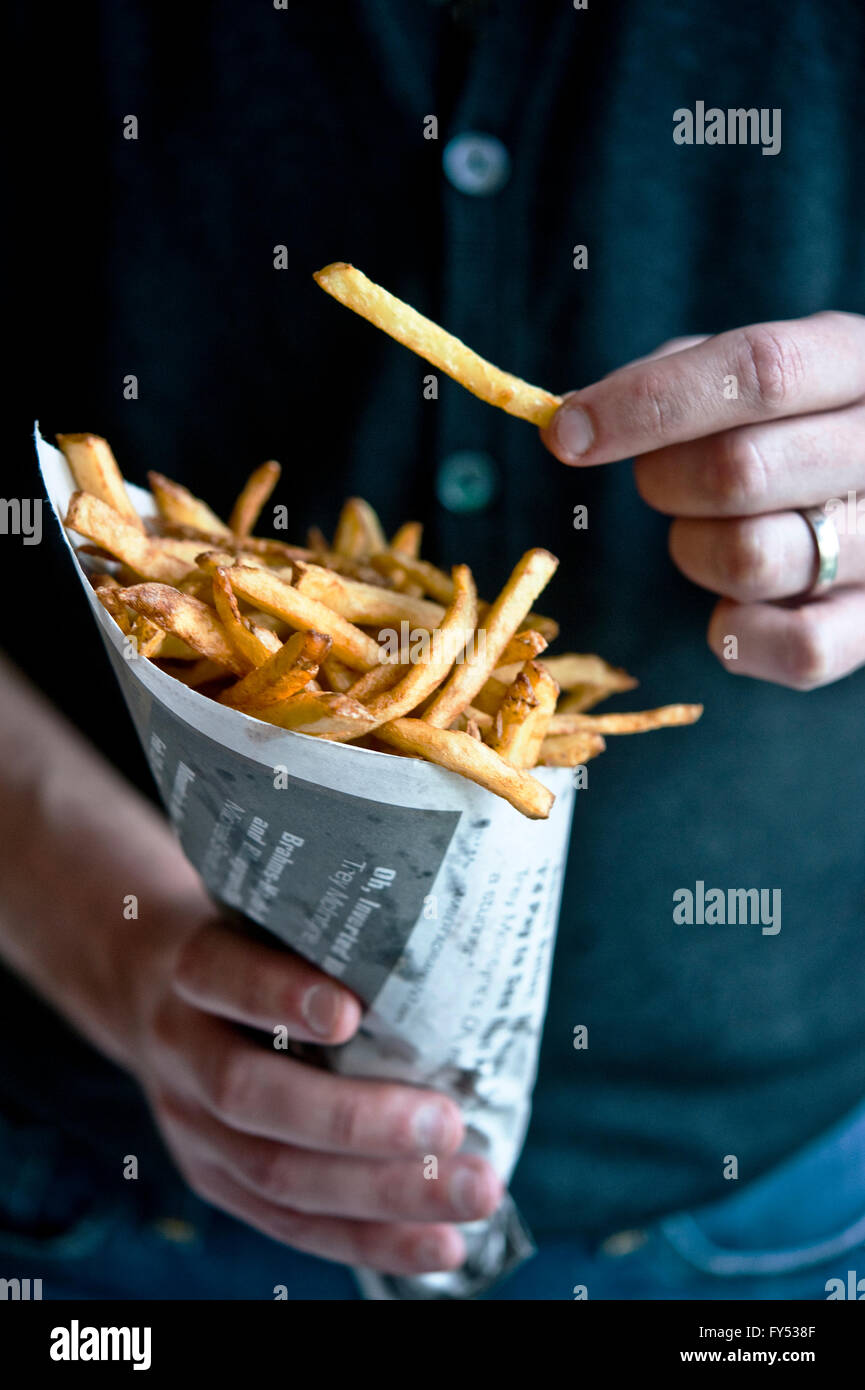 Pommes frites in einem Kegel Stockbild