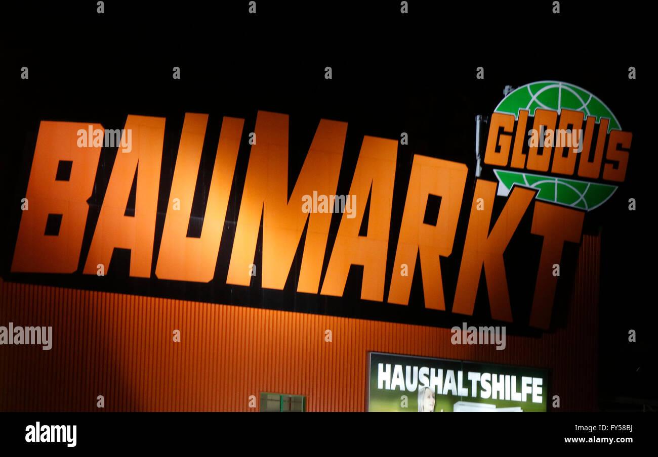 markennamen globus baumarkt berlin stockfoto bild 102763910 alamy. Black Bedroom Furniture Sets. Home Design Ideas