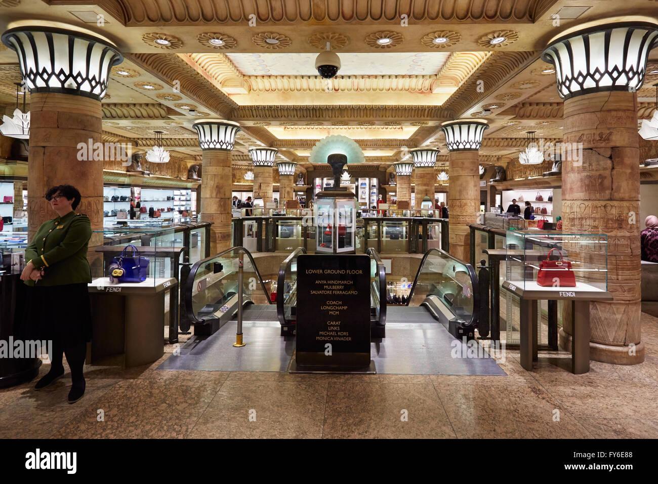 Harrods Kaufhaus Interieur in London Stockfoto, Bild: 102790472 - Alamy