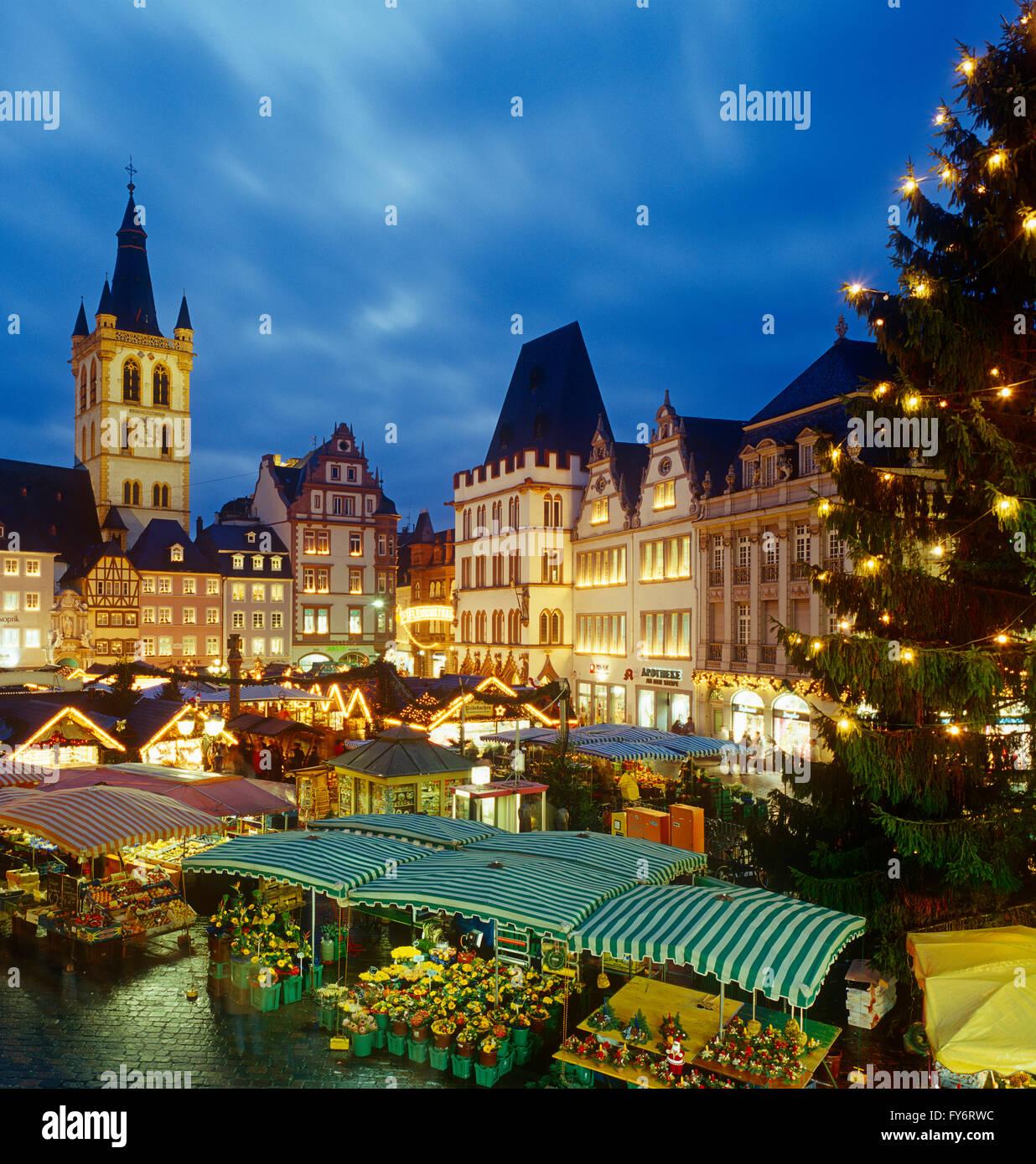Weihnachtsmarkt in Tier, Marktplatz, Rheinland-Pfalz, Deutschland Stockbild