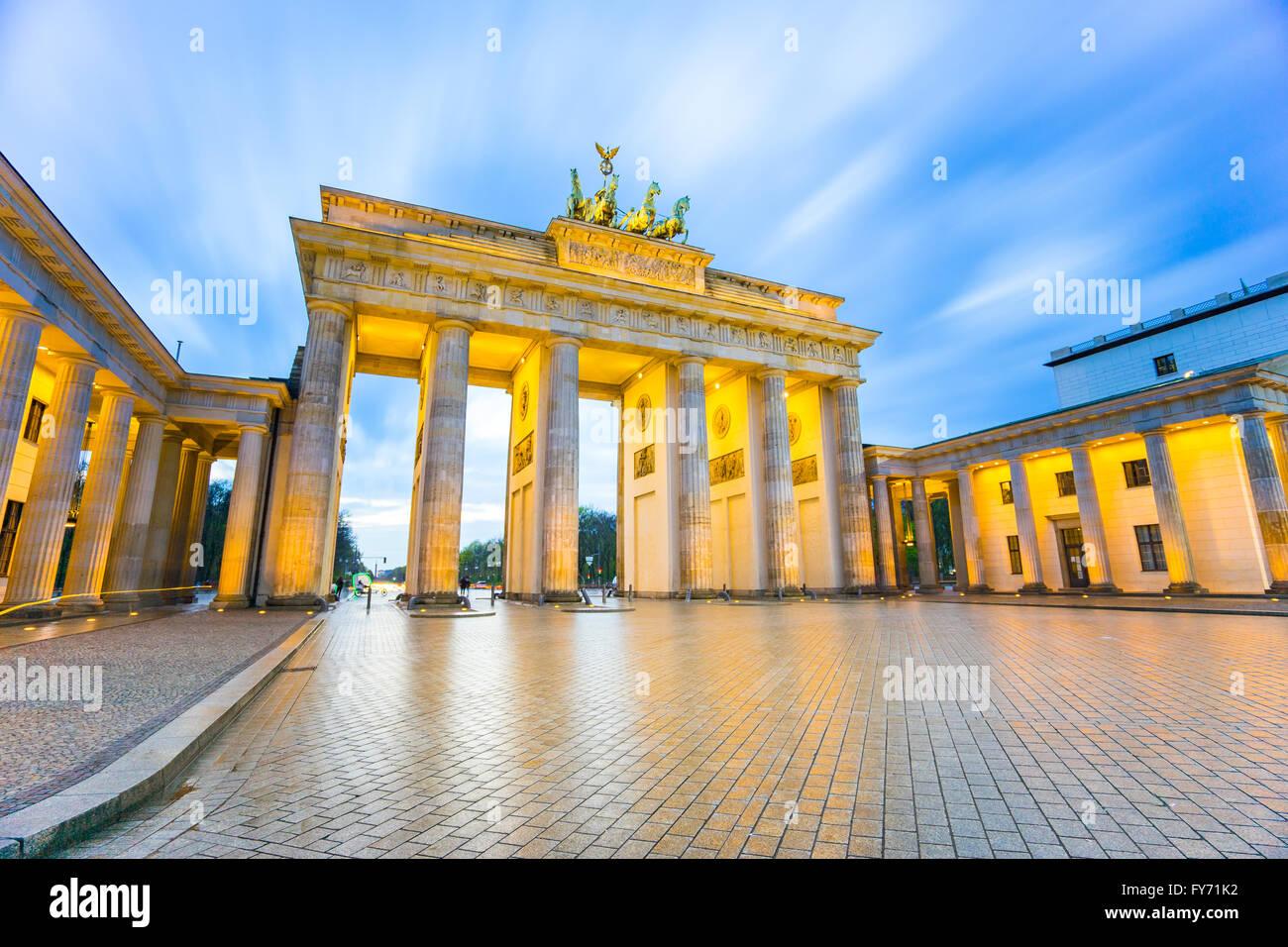 Brandenburger Tor (Brandenburger Tor) in Berlin-Deutschland in der Nacht. Stockbild