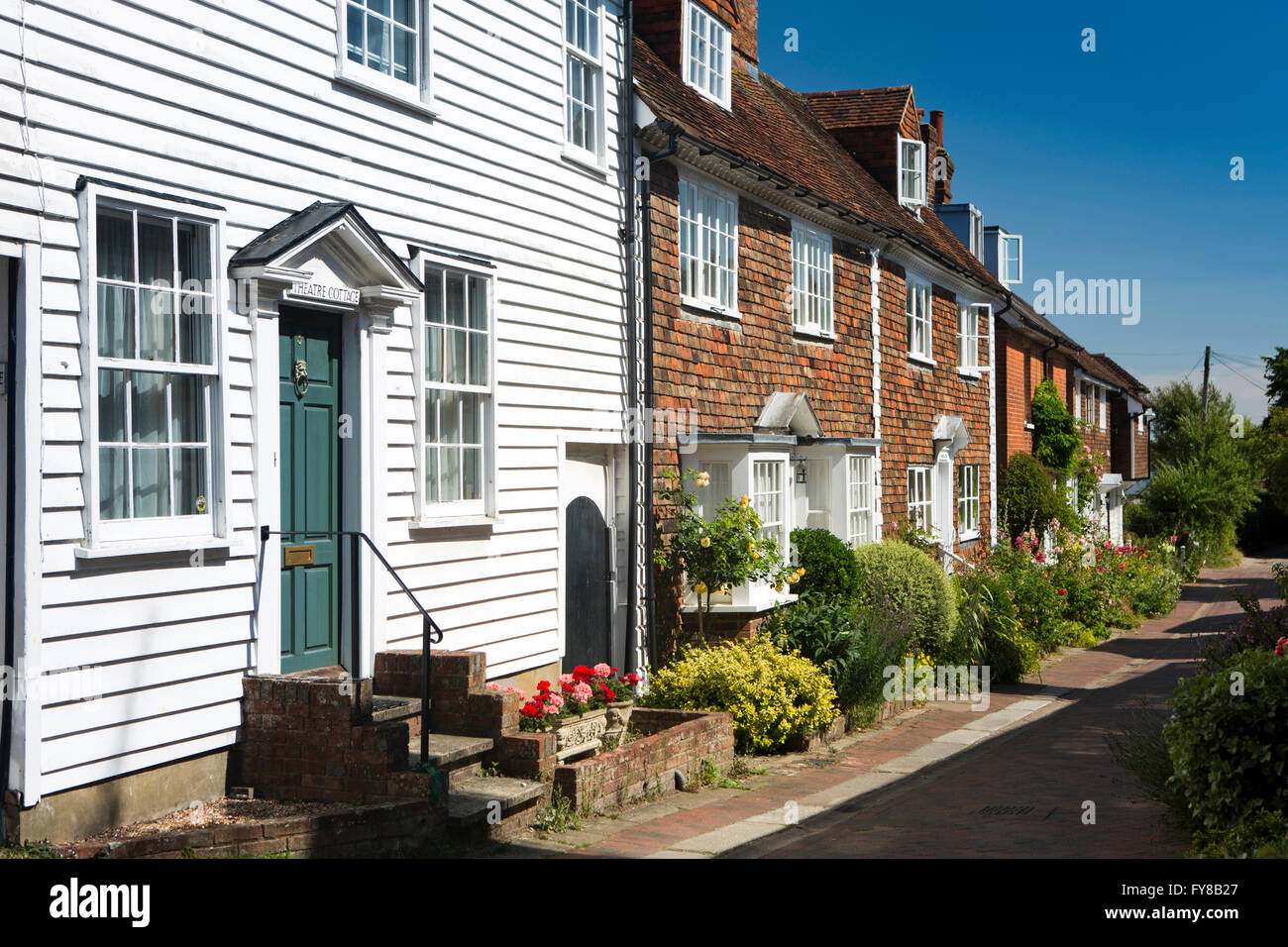 Cottages With Hanging Basket Stockfotos Amp Cottages With