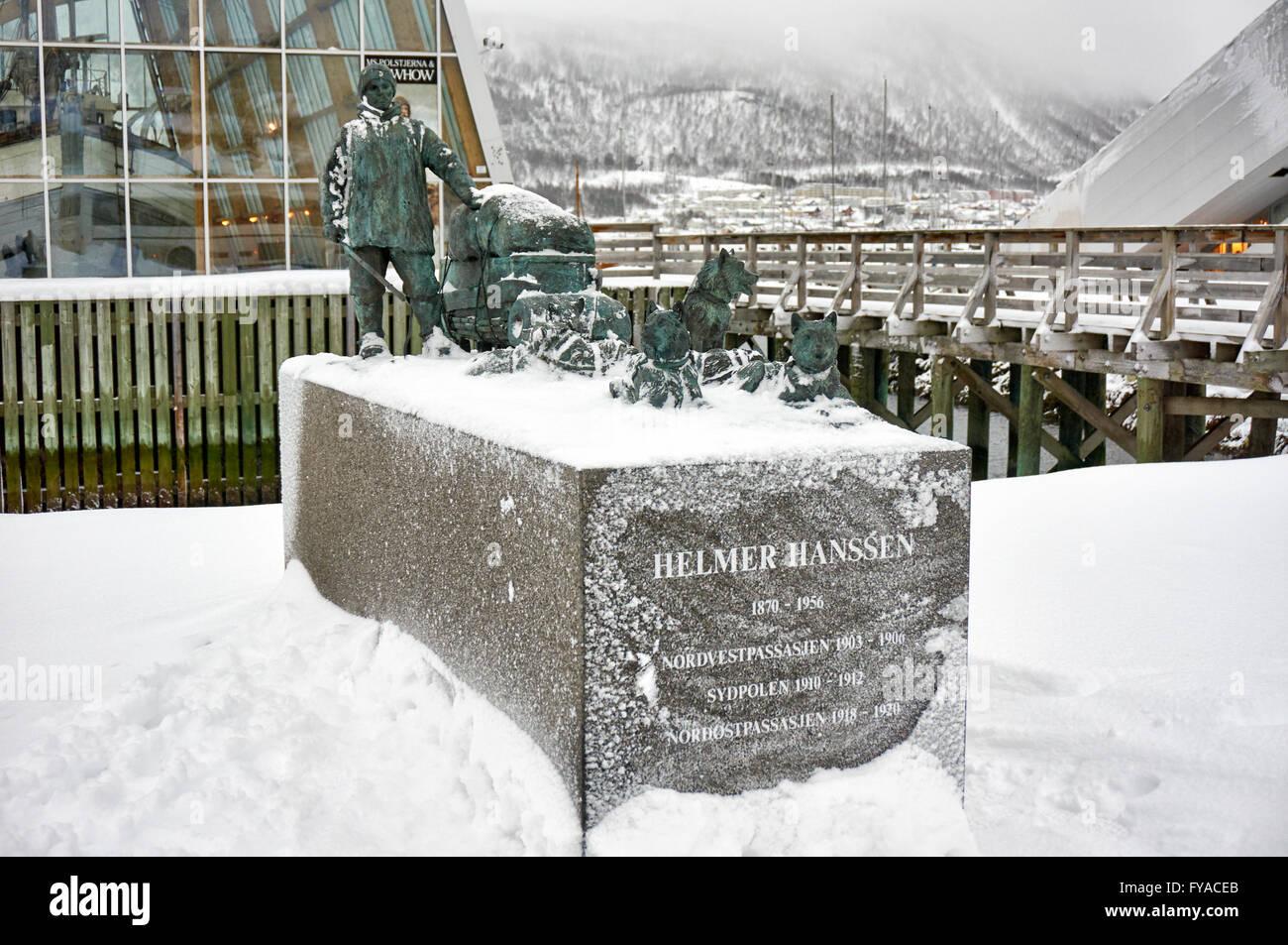 verschneite Denkmal der Polarforscher Helmer Hanssen, Tromsø, Troms, Norwegen, Europa Stockbild