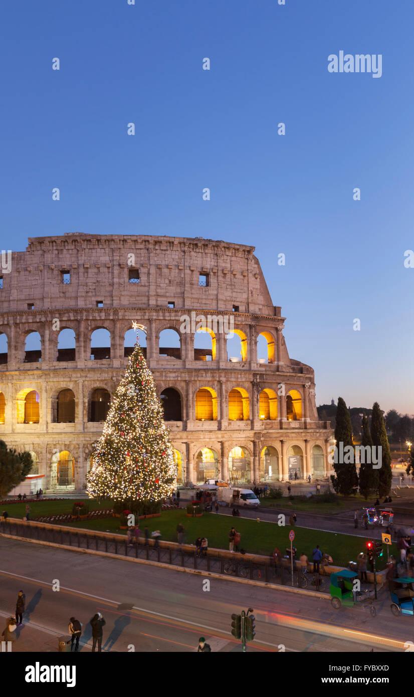Kolosseum zu Weihnachten bei Nacht, Rom, Italien Stockfoto, Bild ...