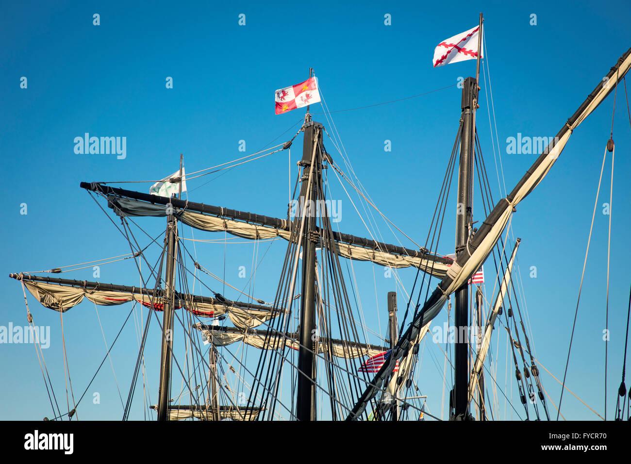 Repliken von Christopher Columbus' Schiffe, Nina und Pinta angedockt. in Ft Myers, Florida, USA Stockbild