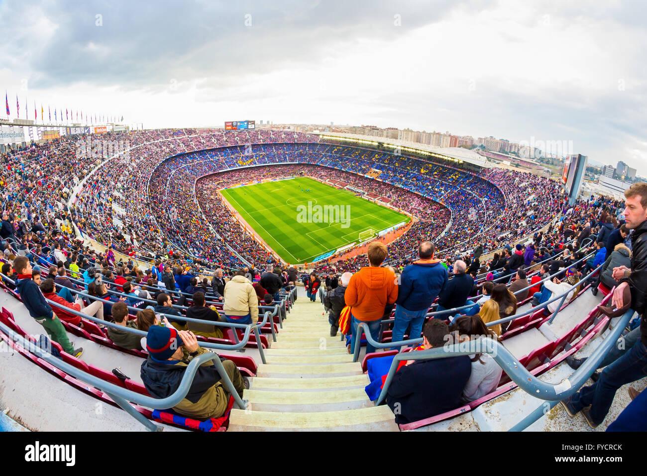 BARCELONA - FEB 21: Einen Überblick über das Stadion Camp Nou im Fußballspiel zwischen Futbol Club Stockbild