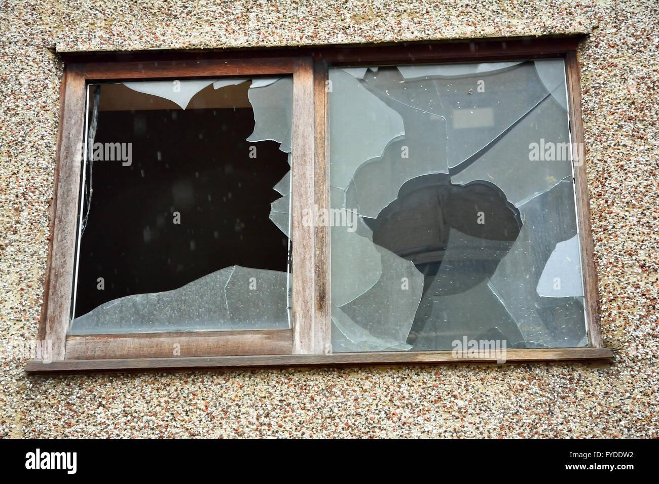 Berühmt Regen Durch Undichte Fensterrahmen Galerie ...