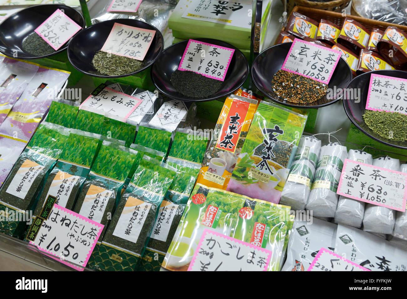 Japanische Tees, Genmaicha, in einem Geschäft, Tokyo, Japan Stockbild