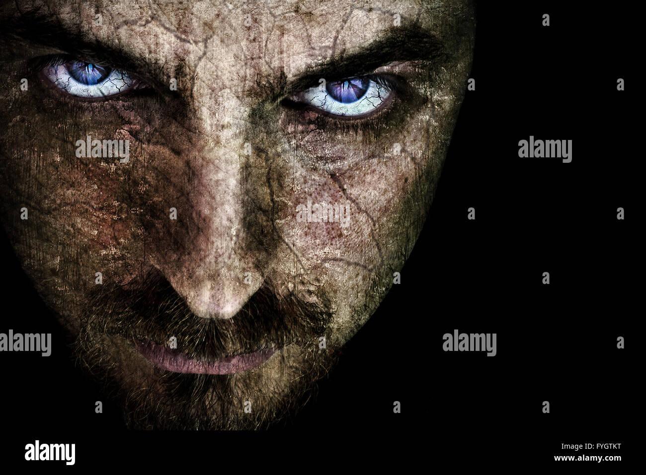 Böse Grimasse mit gruseligen Augen Stockbild
