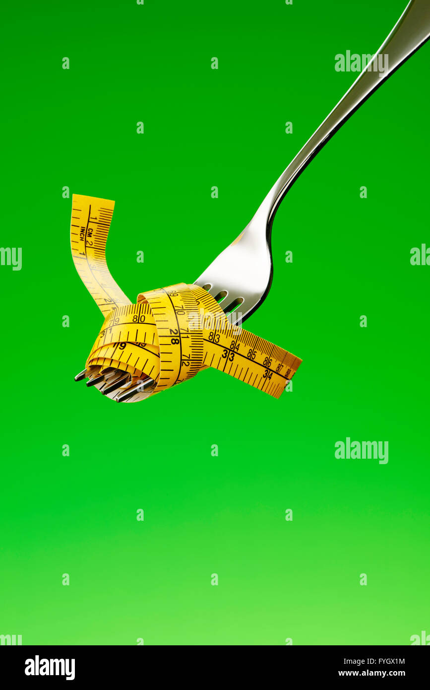 Gabel mit Maßband Diät Konzept Adipositas Stockbild