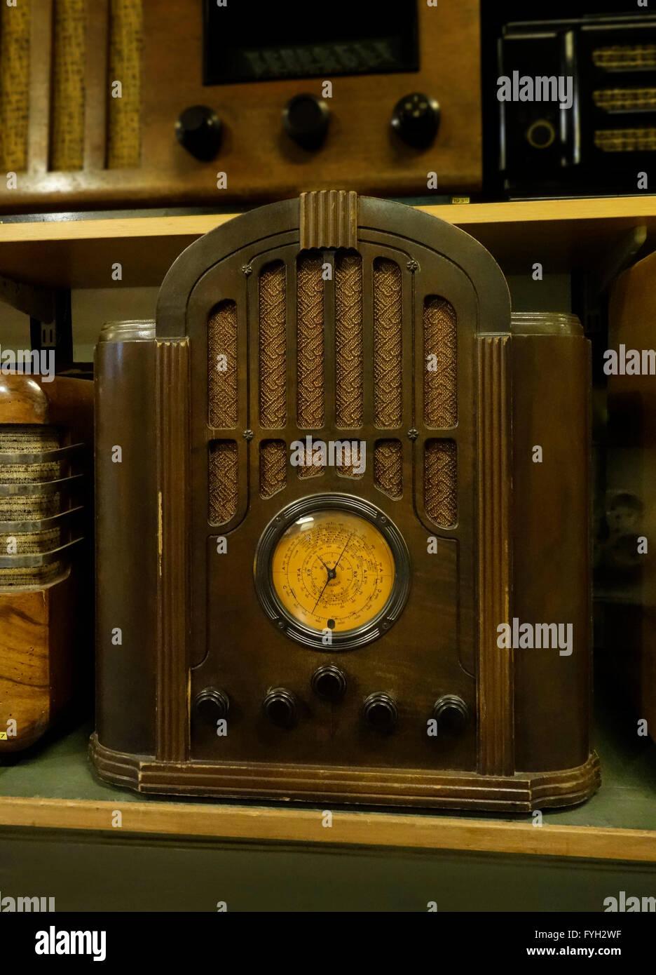 Funkempfänger RCA Modell 143 Grabstein Radio (1934) Stockbild