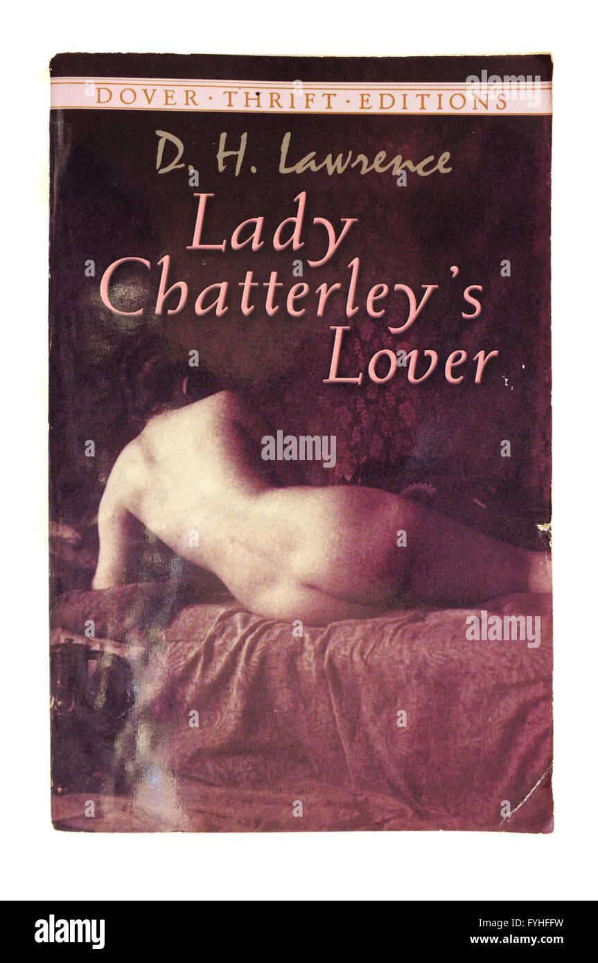 Die Vordere Abdeckung Des Lady Chatterley Liebhaber Von D H Lawrence Fotografiert Vor Einem Weissen Hintergrund