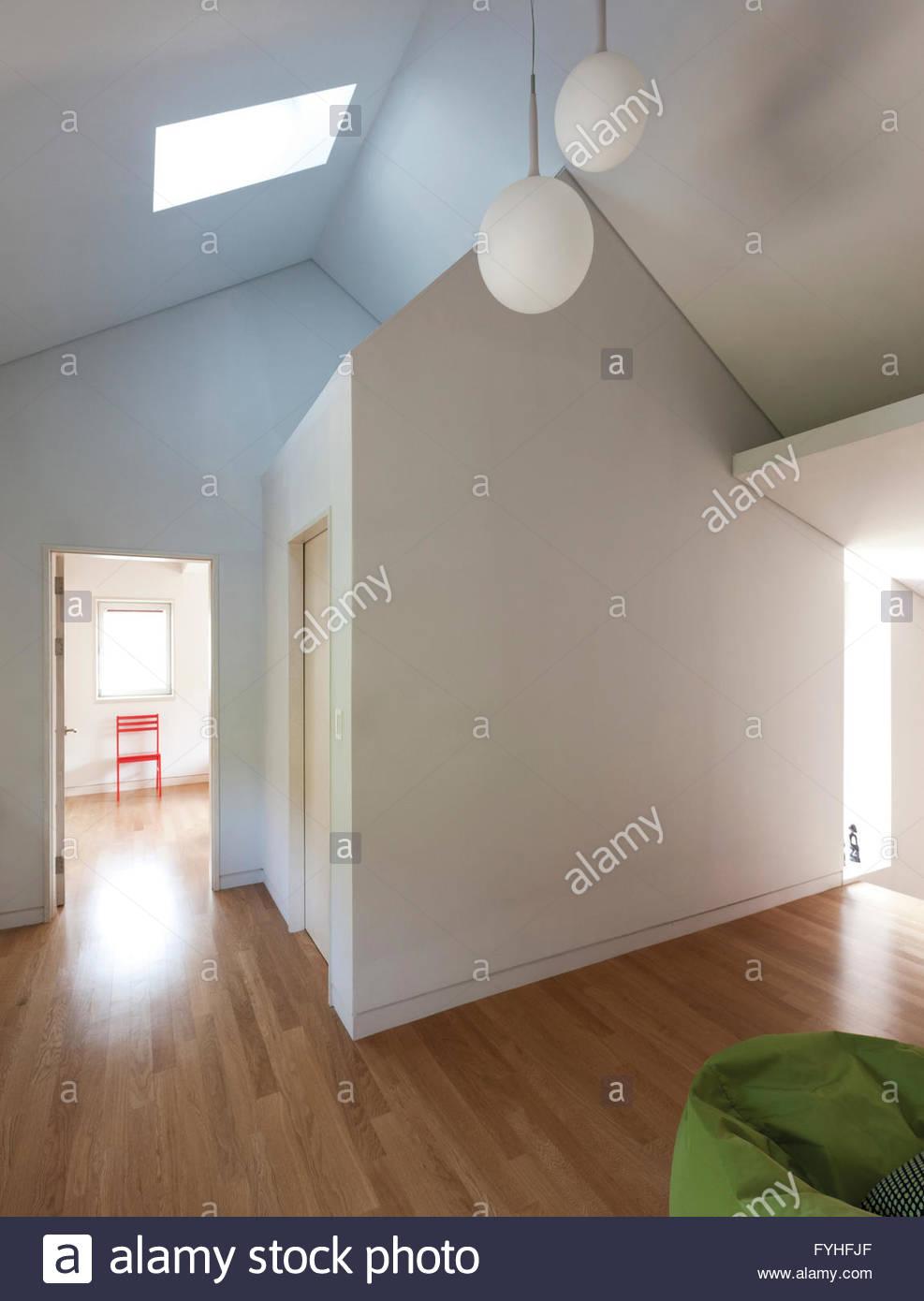 Toilette Mit Decke Zu Boden Fenster Stockfotos Toilette Mit Decke