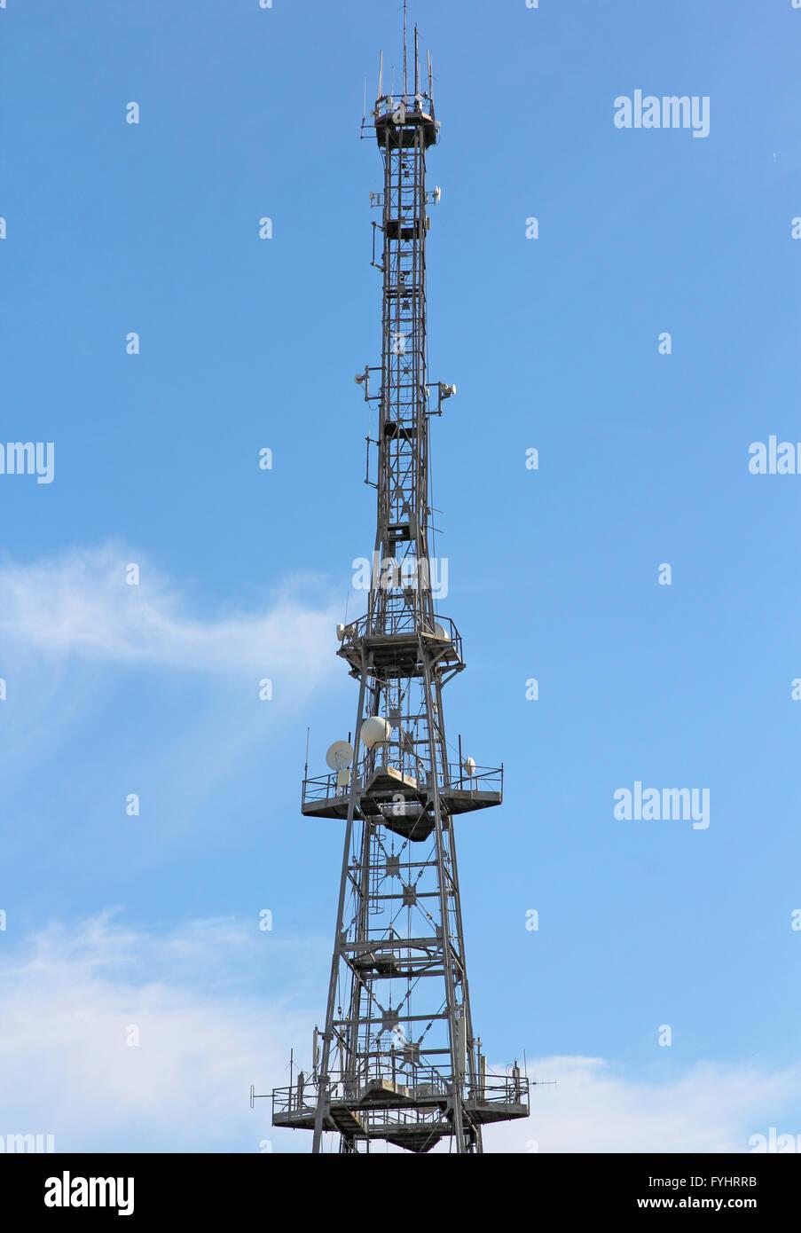 Kommunikations-Turm für tv und Handy-Signale Stockbild