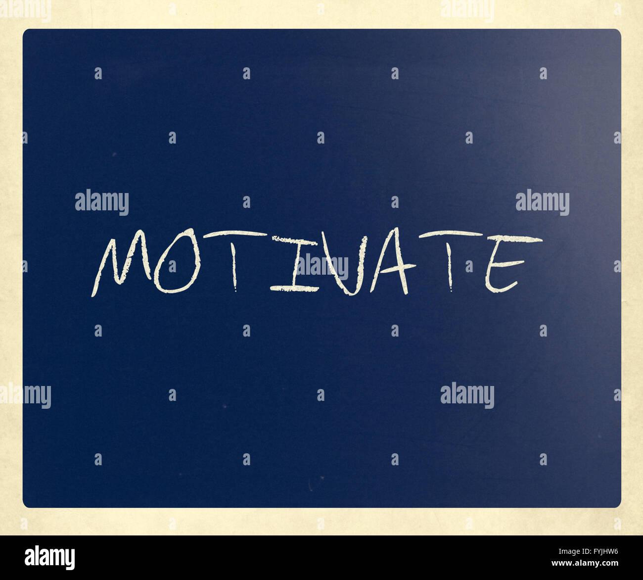 Motivieren, handschriftlich mit weißer Kreide auf einer Tafel Stockbild