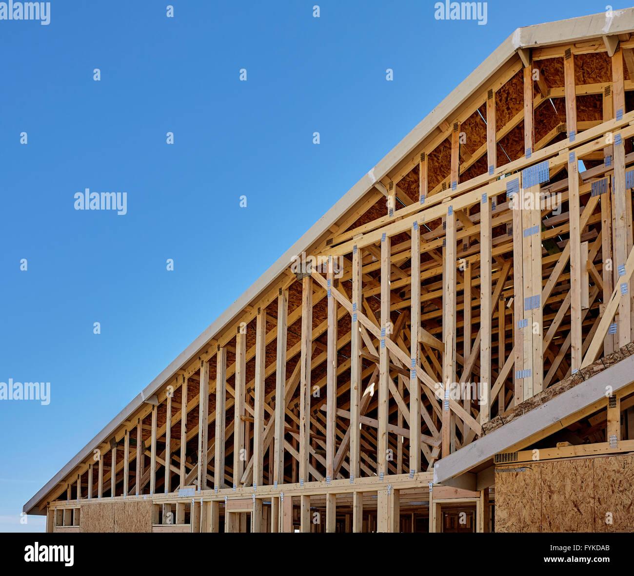 Neues Gehäuse Giebelseite Dach Framing Bauindustrie Stockfoto, Bild ...