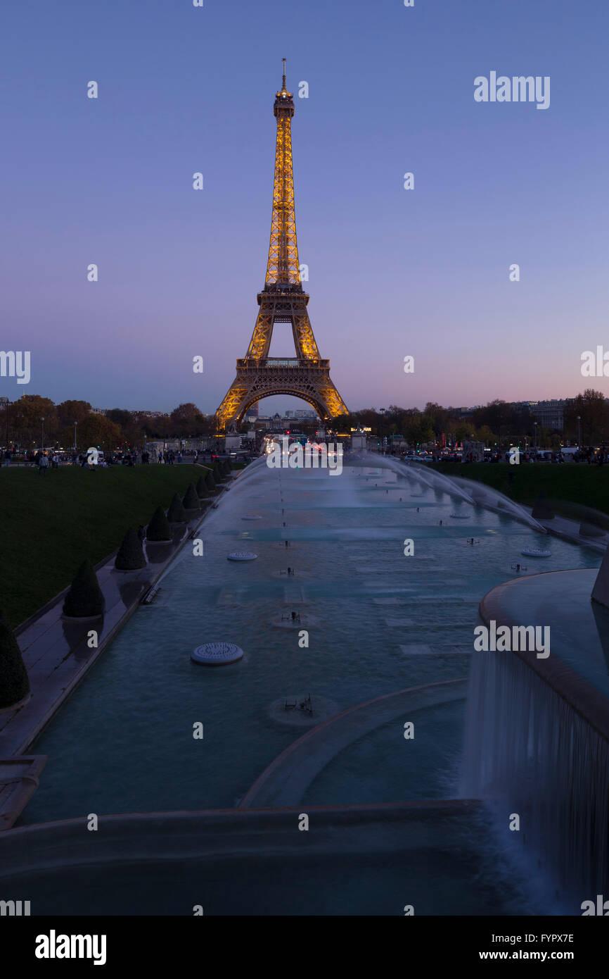 Eiffelturm in Abend, Paris, Frankreich, Europa Stockbild