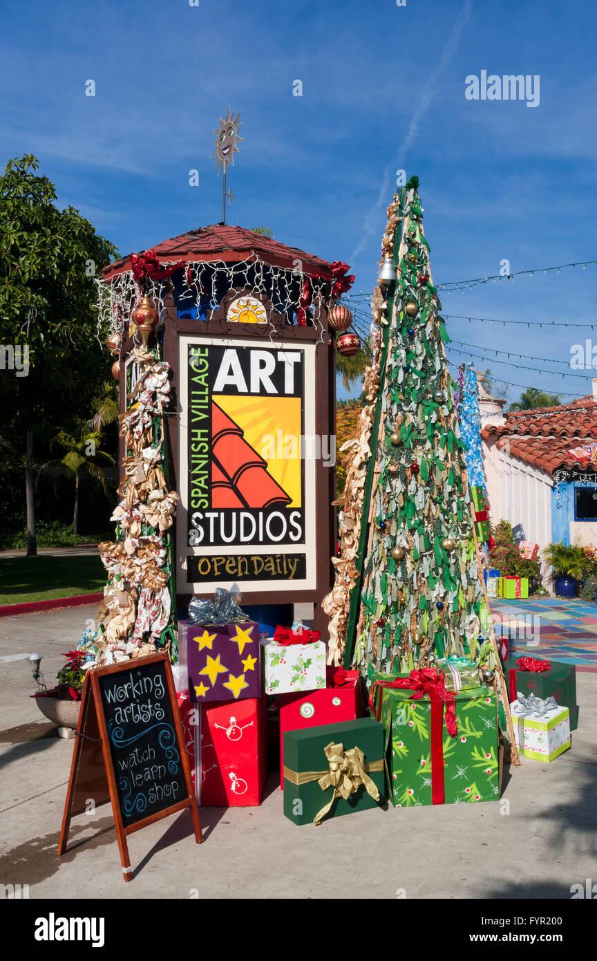 Weihnachts-Dekoration auf der Straße, spanisches Dorf, Balboa Park ...