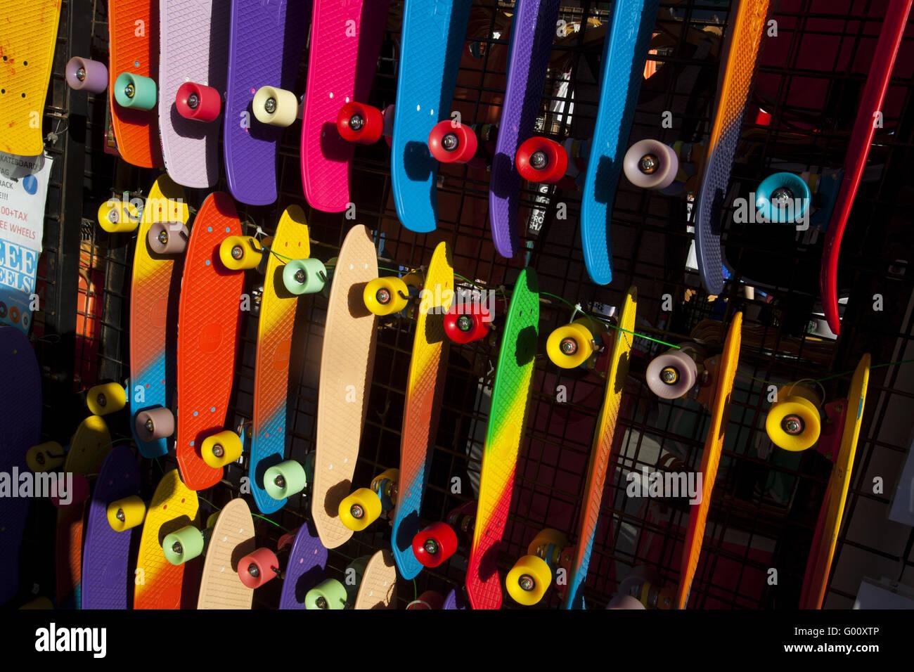 Anzeige von Skateboards, Venice Beach, Los Angeles, Kalifornien, USA Stockbild