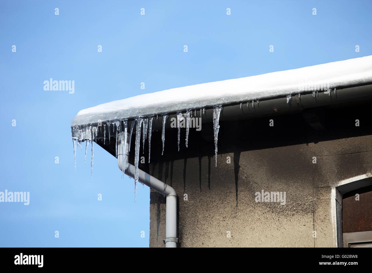 Gefährliche Eiszapfen am Haus-gefährliche Eiszapfen auf Kosten des ...