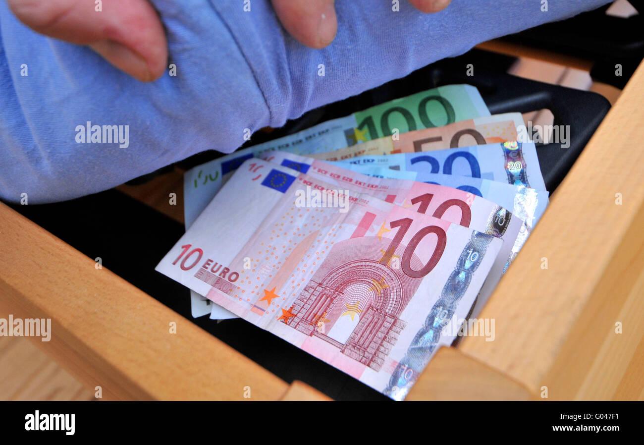 Geld Unter Der Matratze Bett Sparen Versteckt Ausblenden