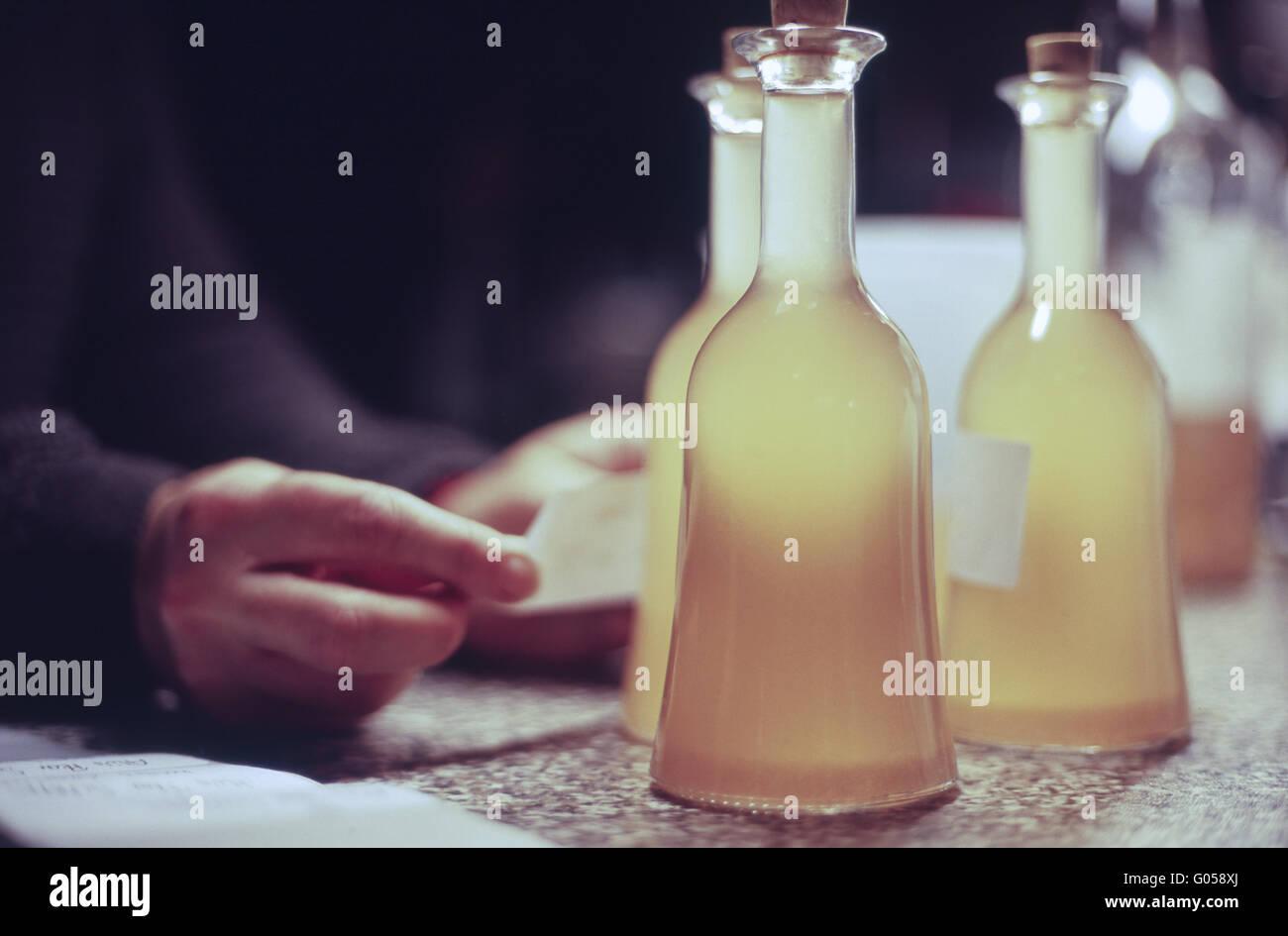 Schnapps Bottles Stockfotos & Schnapps Bottles Bilder - Seite 2 - Alamy