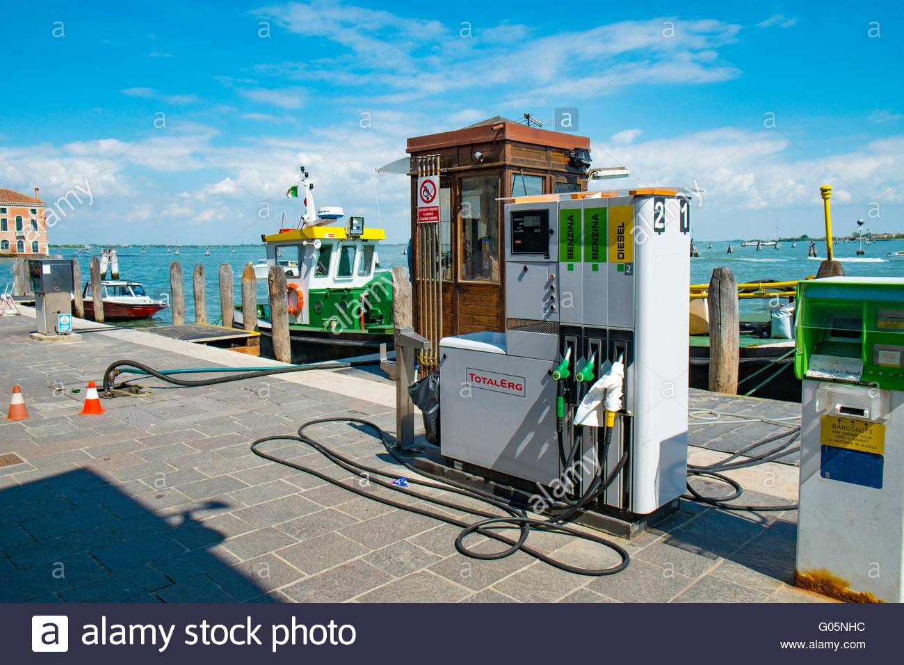 Waterside Bahnhof Kraftstoffpumpen, Venedig, Italien, April Stockbild