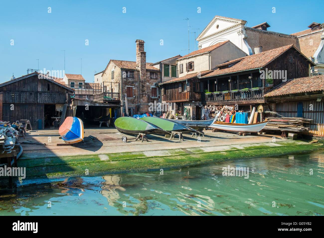 Reparatur-Werft auf dem Rio de San Trovaso Kanal, Venedig, Italien, April Stockbild