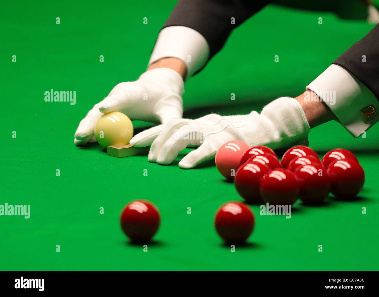 Der Tiegel, Sheffield, UK. 30. April 2016. World Snooker Championship. Halbfinale, Ding Junhui gegen Alan McManus. Stockbild