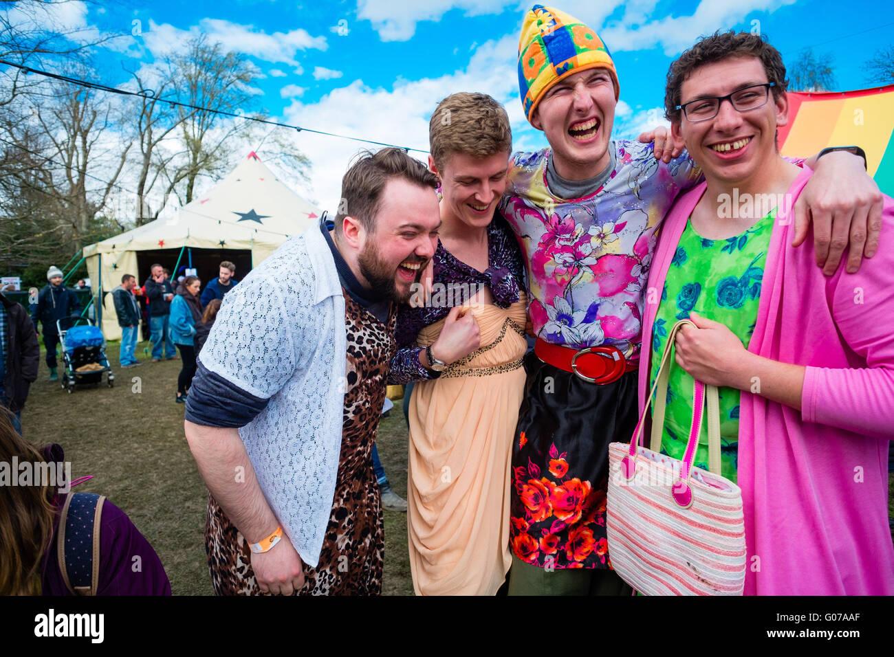 Die tragen männer frauenkleider Frauenwäsche tragen