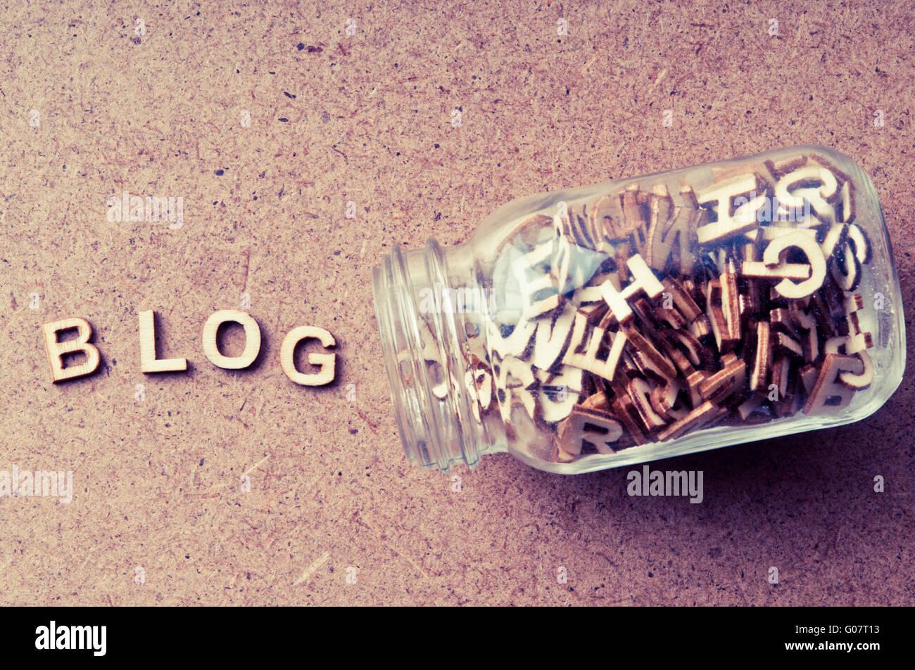 Wort Blog mit Buchstaben aus einer Flasche gebildet - blog Konzept Stockbild