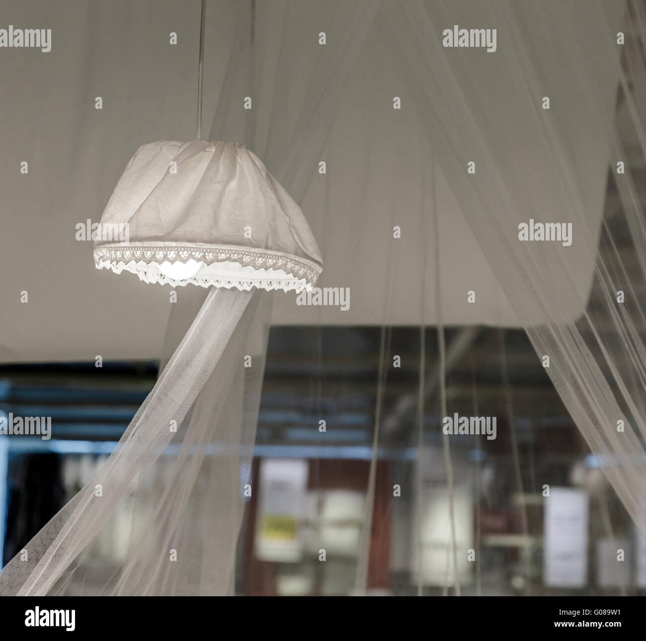 Stoff lampenschirm schlafzimmer stockfoto bild 103445581 alamy - Lampenschirm schlafzimmer ...