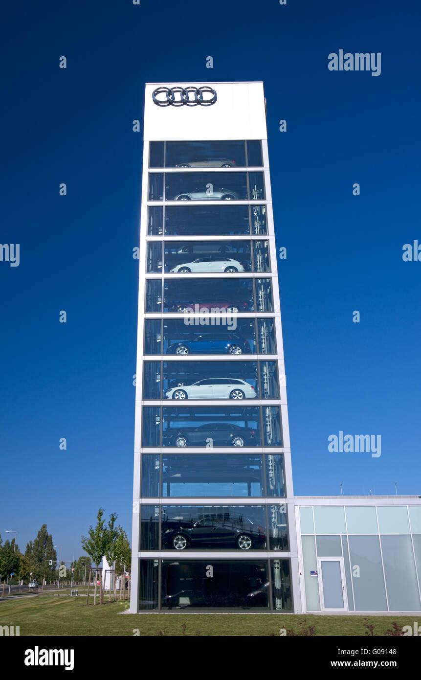 audi car center berlin adlershof stockfotos & audi car center berlin