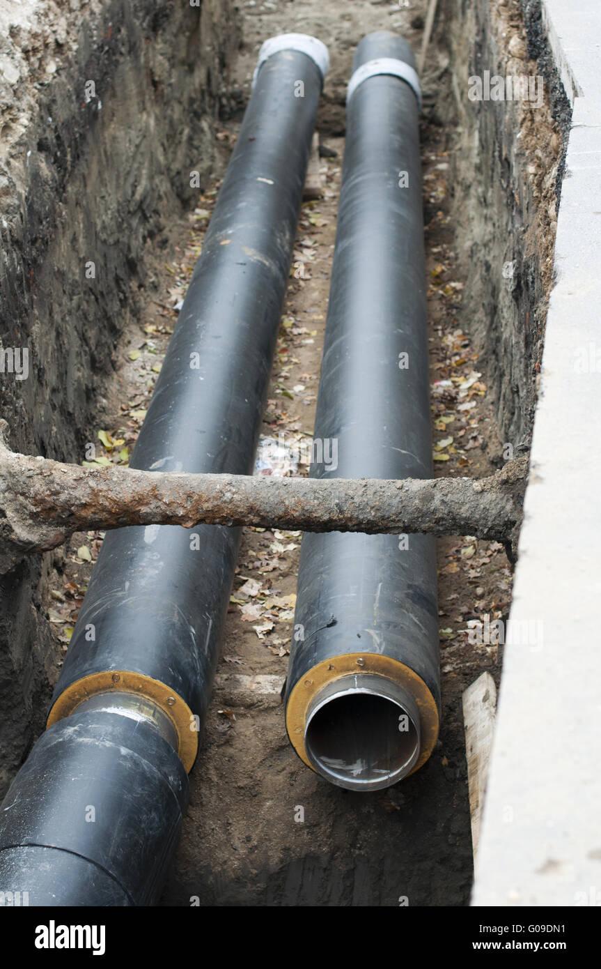Installation von Rohrleitungen für Warmwasser und Heizung Stockfoto ...