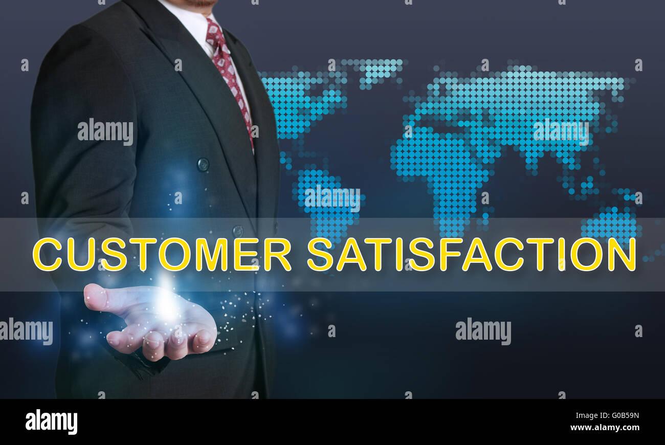 Firmen-Konzept-Image eines Geschäftsmannes zeigt Kundenzufriedenheit Worte auf seine Hand über blauer Stockbild