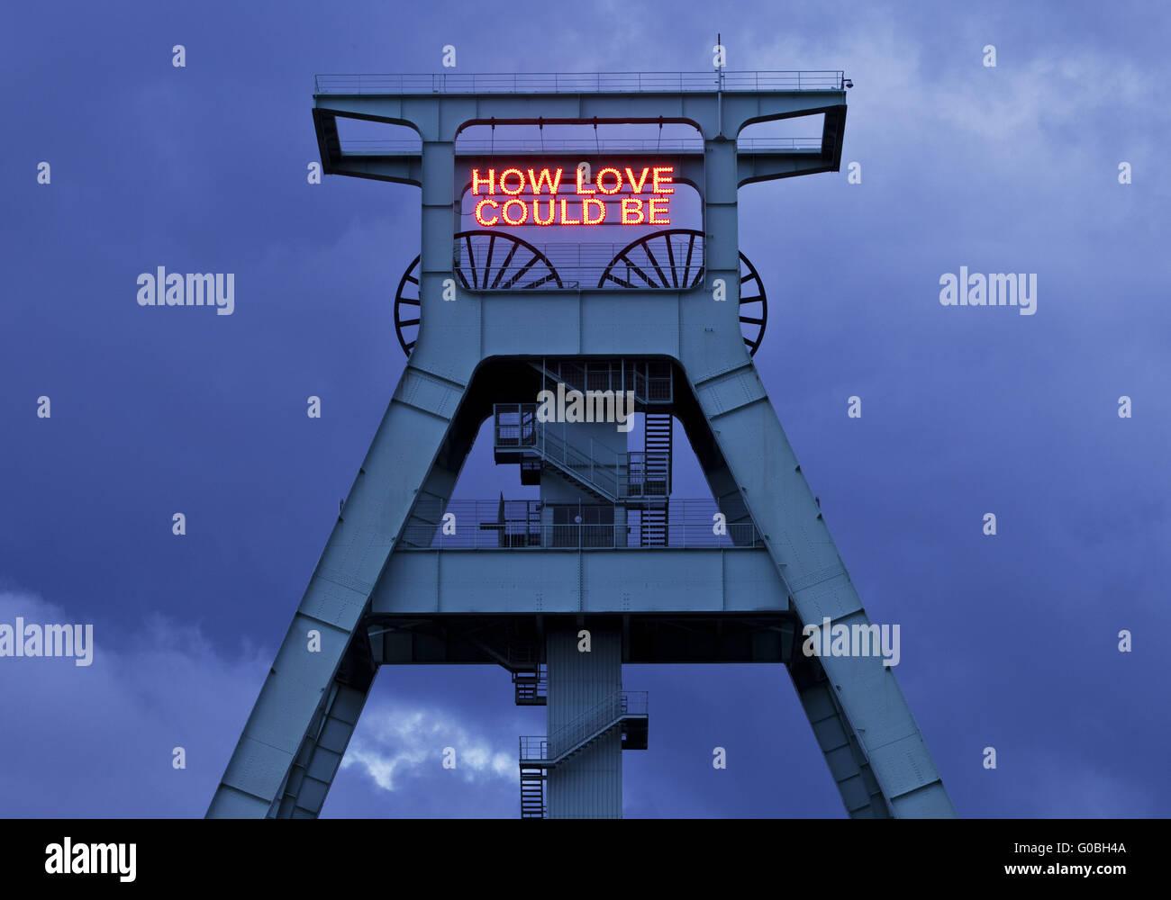 Beleuchtung wie Liebe sein könnte, Förderturm, Bochum Stockbild