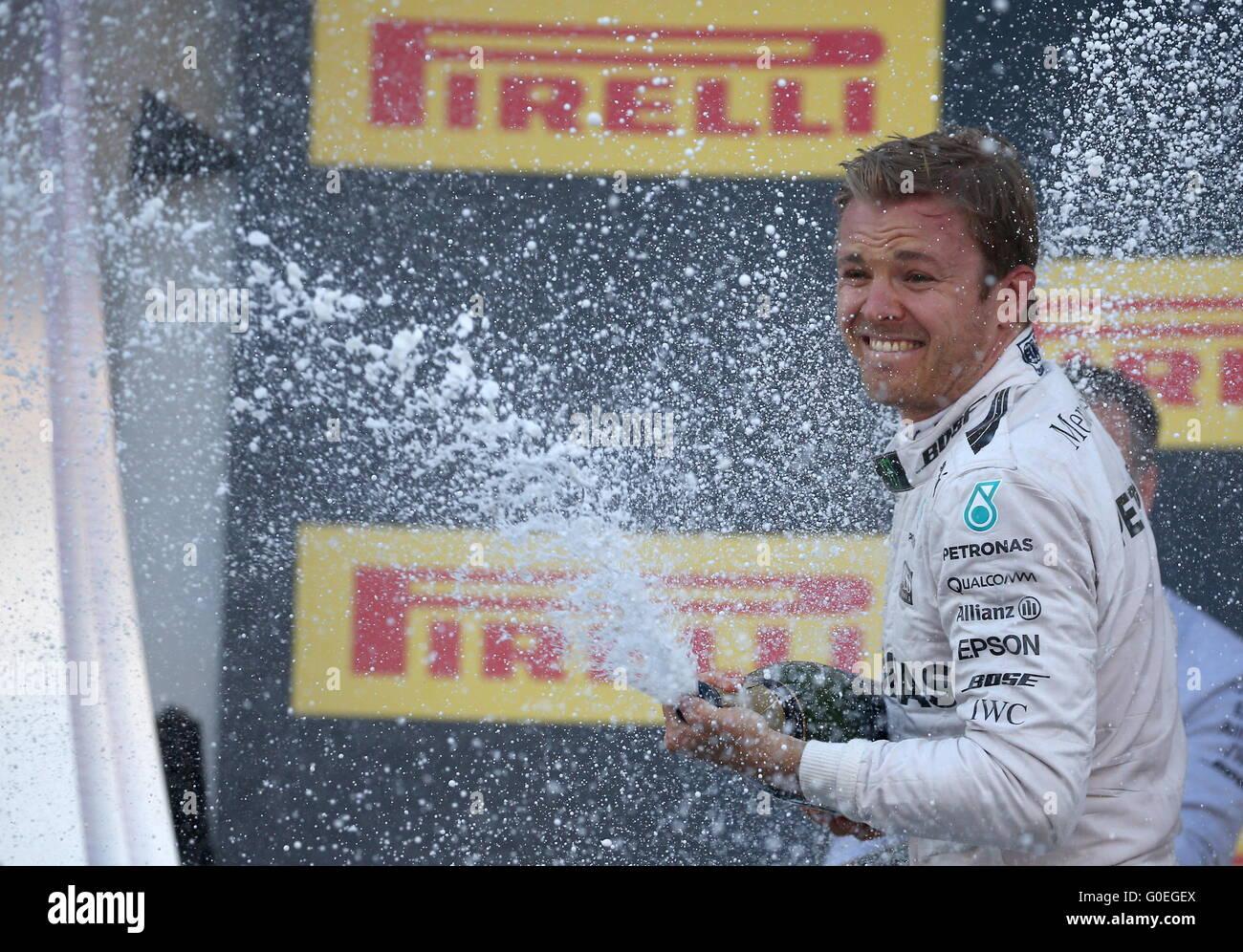 Sotschi, Russland. 1. Mai 2016. Deutsche Fahrer Nico Rosberg im Mercedes AMG Petronas F1 Team sprüht Champagner, Stockbild