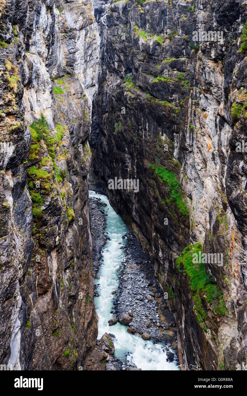Europa, Schweiz, Berner Oberland, Interlaken, Fluss, der vom Gletscher Gletscher über Grindelwald Stockbild