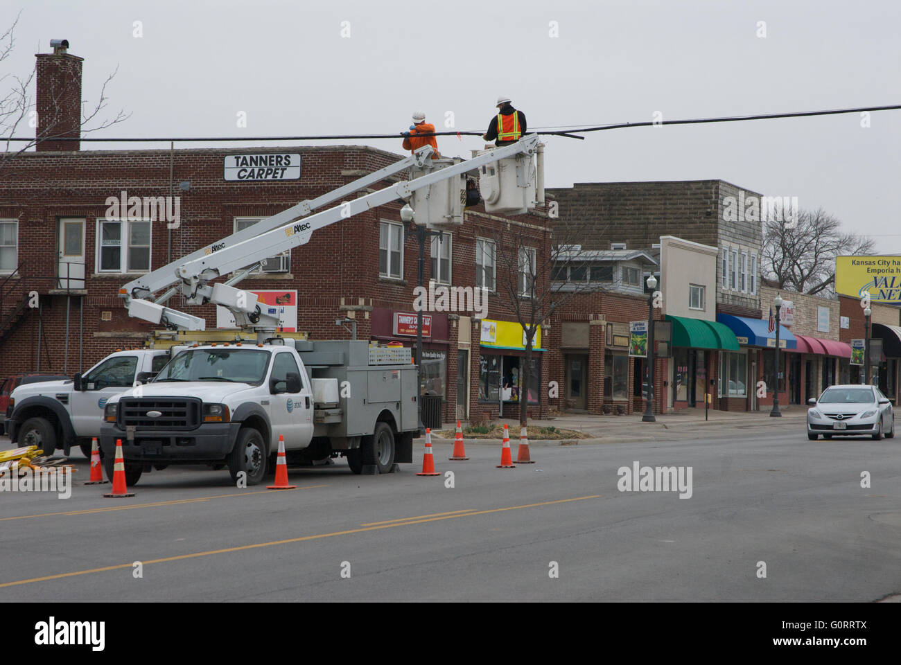 Emporia, Kansas 21.03.2014 Crews aus AT&T Spleiß Kabel wieder ...