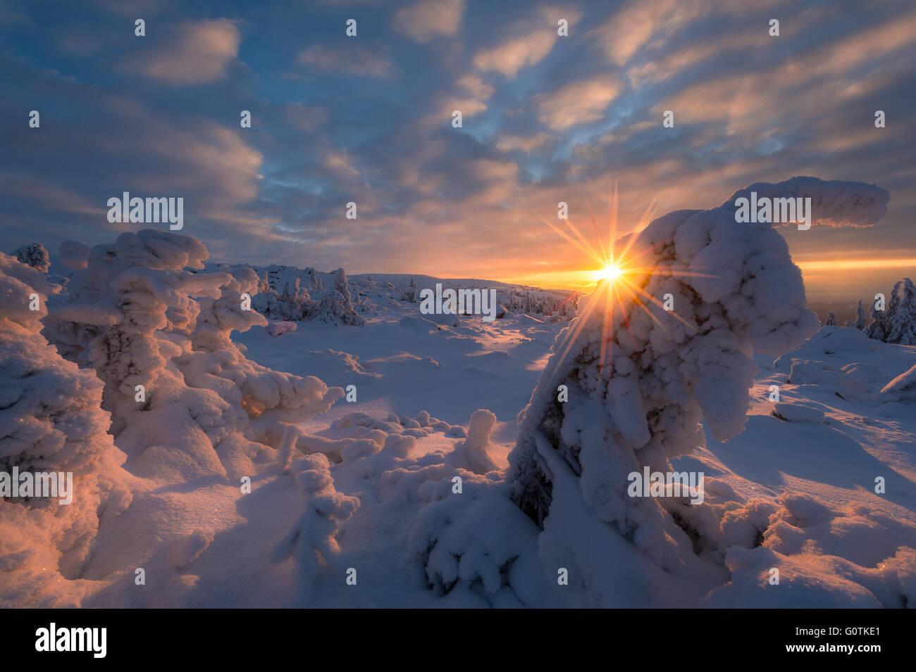 Sonnenuntergang über Schnee bedeckt Landschaft, Norwegen Stockfoto