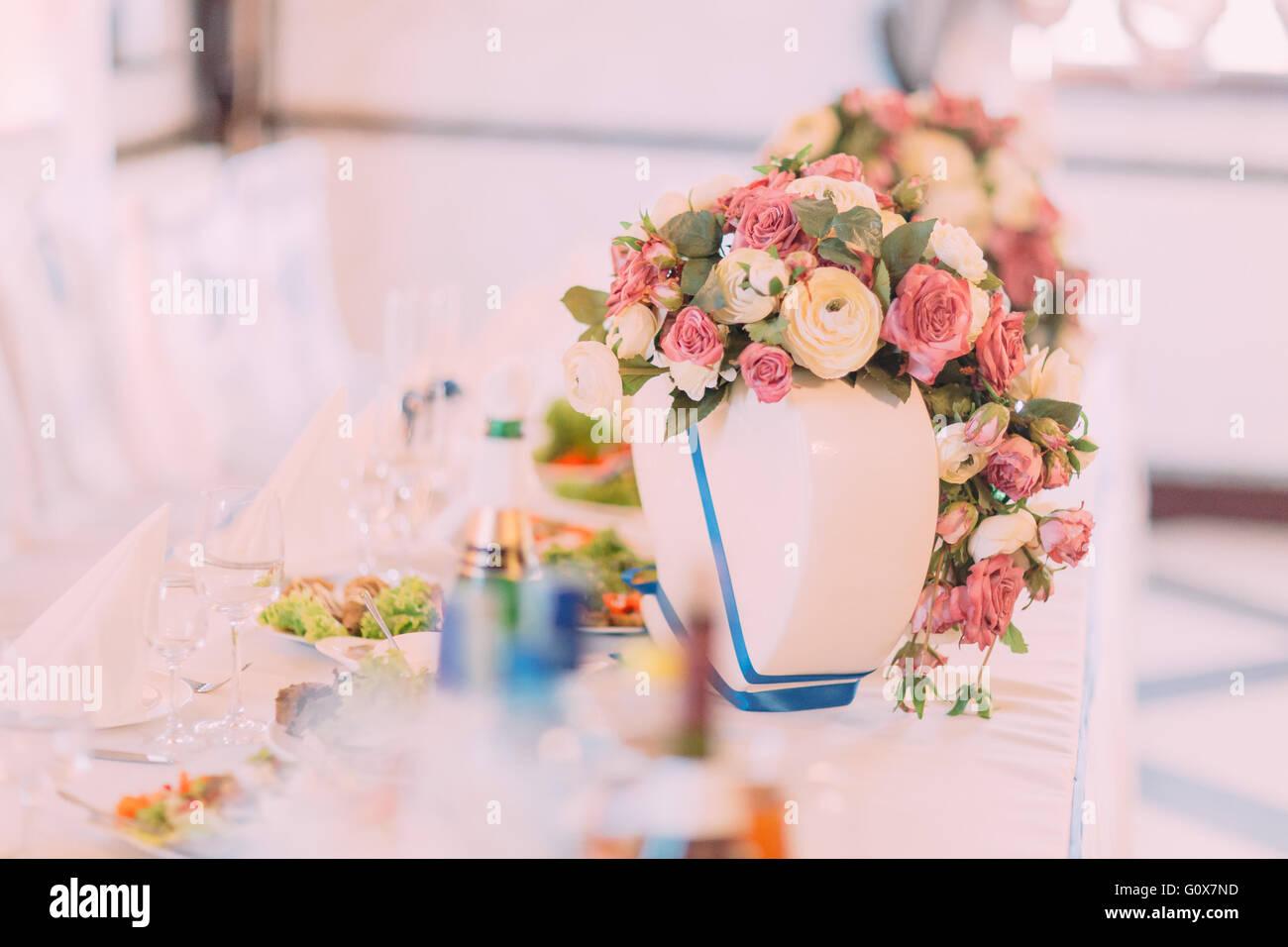 Hochzeit Tisch Dekoriert Mit Rosa Rosen Fur Feines Essen Oder Ein