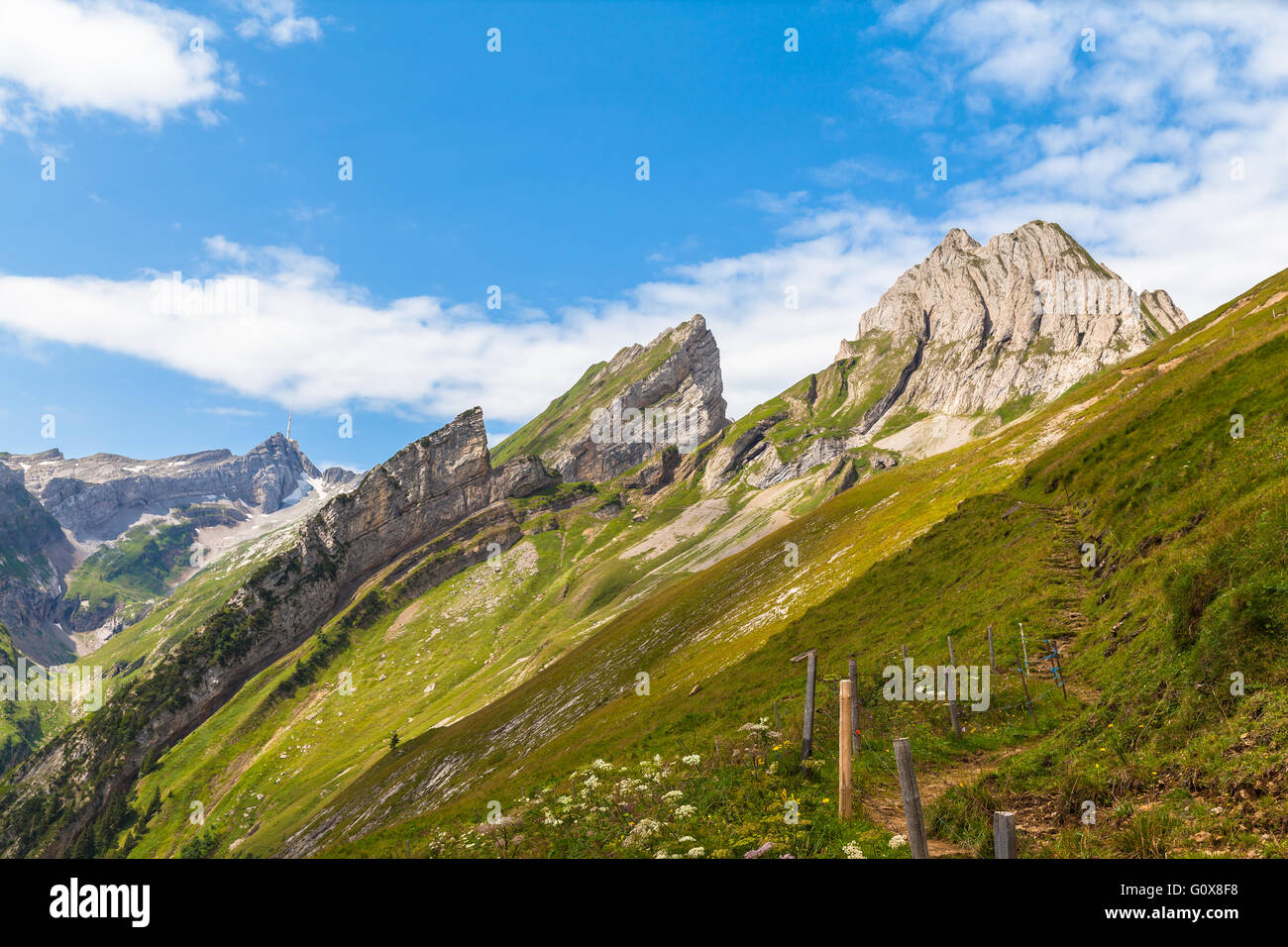 Atemberaubende Aussicht von Santis und Alpstein-massiv in Ostschweiz, Kanton Appenzell Stockbild