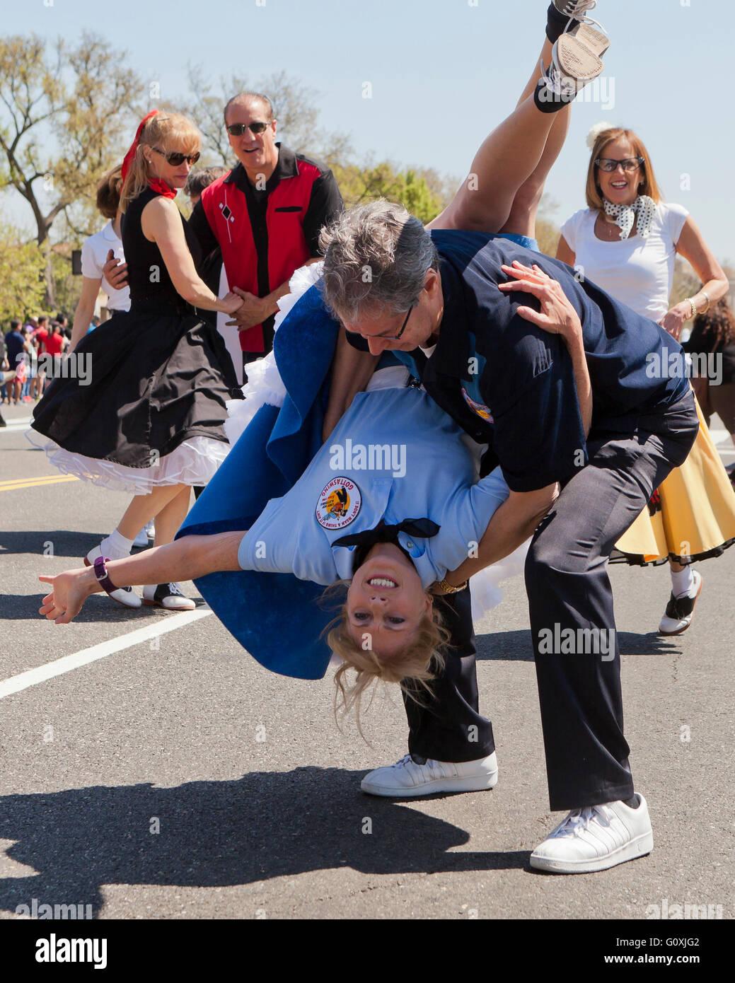 50er Jahre swing Tanz Darsteller bei einem Outdoor-Kulturfestival - USA Stockbild