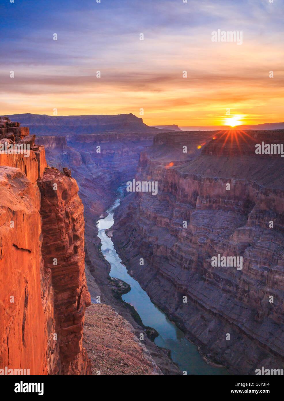 Sonnenaufgang über dem Colorado River im Toroweap Overlook im Grand Canyon National Park, arizona Stockfoto